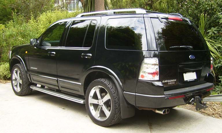 Ford-Explorer-black